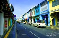 Suasana jalanan di sekitar Old Town Phuket Thailand.