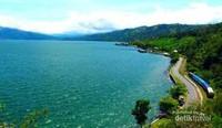 Danau Singkarak dari dekat