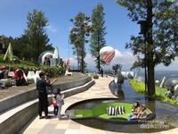 Taman selfie yang dibuka sejak Lebaran 2018 lalu ini tampil modern tapi tetap alami dan serba hijau.