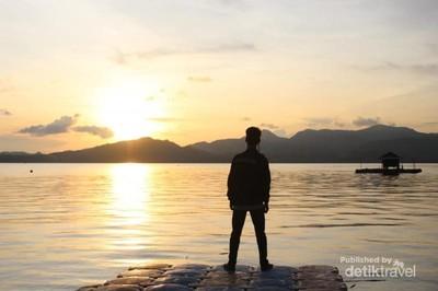 Betapa Cantiknya Senja di Pulau Gili Noko