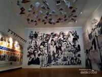 Saat memasuki ruangan pertama, hal yang langsung menarik perhatian adalah gambar-gambar tokoh-tokoh yang berkaitan dengan Bandung mulai dari Soekarno, Dewi Sartika, Bosscha, Daendels, dan Lain-lain.
