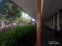 Selasar Museum Kota Bandung di bagian bangunan cagar budaya. Bangunan ini berdiri tidak jauh dari lokasi bekas markas Loge Sint Jan yang sekarang sudah dibangun Masjid Al Ukhuwah.