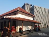 Bangunan lama dan bangunan baru Museum Kota Bandung. Bangunan baru di bagian belakang belum dibuka untuk umum, namun bagian luarnya sering digunakan untuk berfoto  karena tempatnya yang instragamable