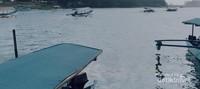 Kapal yang siap membawa wisatawan mengelilingi laguna