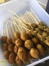 Sate hati dan telur menambah nikmat sarapan bubur ayam Jawa