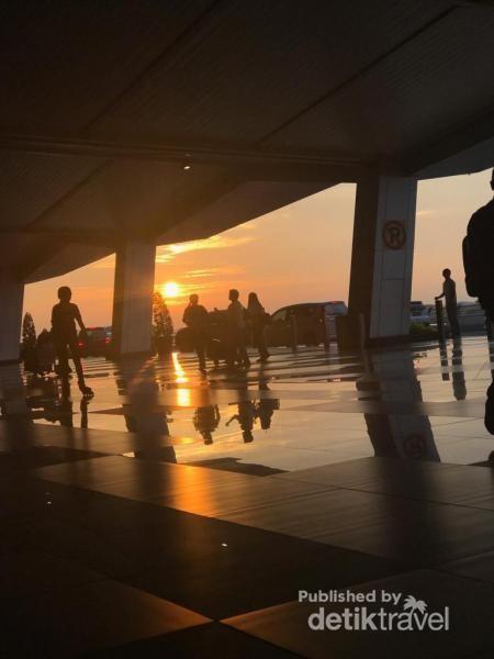 Sunrise di bandara