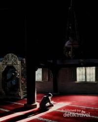 Mengisi waktu ngabuburit dengan mengaji di Masjid Besar Kauman