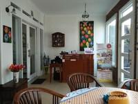 Suasana ruang depan area indoor Rumah Belanda