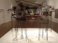 Instalasi seni perunggu tiga dimensi