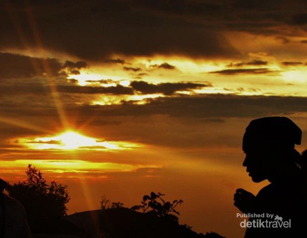 Senja di Puncak Gunung Salak (detiktravel)