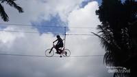 Sepeda Langit hanya untuk yang punya keberanian lebih.