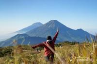 Gunung Sumbing dan Sindoro yang memukau.