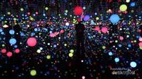 Infinity Mirrored Room adalah karya Yayoi Kusama