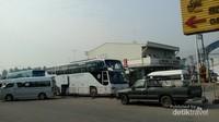Di kompleks pasar terapung Damnoen Saduak juga terdapat minimarket 7Eleven yang menjual banyak makanan halal