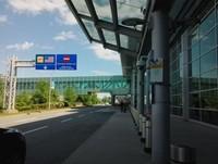 Suasana depan luar - Keberangkatan di Bandara Halifax Stanfield Internasional, Kanada.