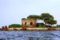 Benteng Martello yang merupakan bangunan khas dari Pulau Kelor