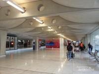 Area kedatangan di Bandara Internasional Aeroports Paris, Prancis.