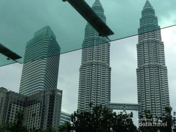 Sisi lain Menara Petronas.