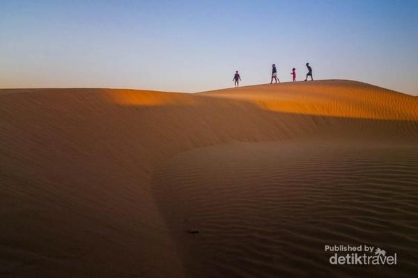 Sangat nyaman bermain di pasirnya
