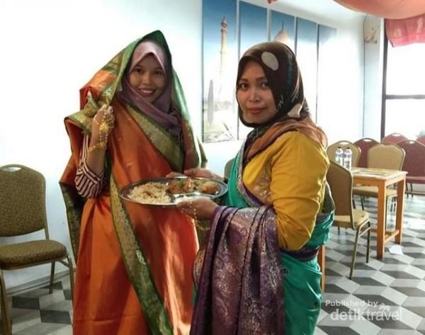 Serasa menjadi wanita India dalam balutan saree hijau nan indah