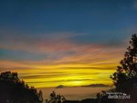 Sunrise dari pos Ghober Hoet