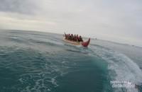 Salah satu pilihan permainan air, banana boat.
