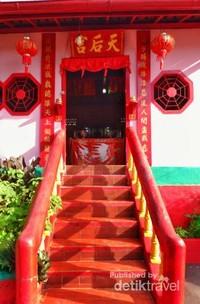 Vihara tempat beribadah orang tionghoa yang berada di area Kelenteng Dewi Kwan Im