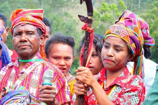 Masyarakat Mollo dalam acara syukuran adat