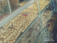 Etalase toko oleh-oleh di Klaten