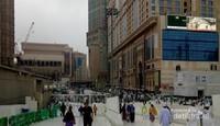 Jamaah keluar masuk Masjidil Haram melalui pintu Ajyad