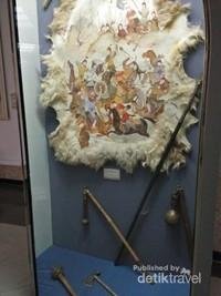 Lukisan pada kulit binatang yang juga menggambarkan peperangan