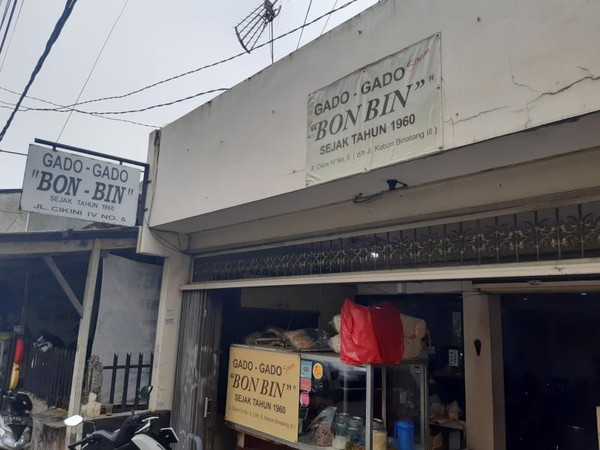 Bagian depan Restaurant Gado-gado Bon Bin yang tampak sederhana