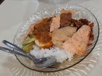 Terdapat juga nasi liwet komplit yang tak kalah nikmat
