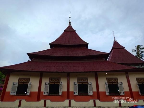 Masjid Islah yang mempunyai arsitektur Dongsan ala dataran tinggi Tibet.