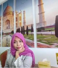 Gambar Taj Mahal terpasang megah di dinding restoran