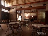 Sumber Hidangan sudah buka sejak tahun 1929 awalnya bernama Het Snephuis.