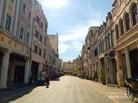 Haikou Arcade Ancient Street adalah salah satu kota tua yang mempunyai gedung- gedung tua dan unik.