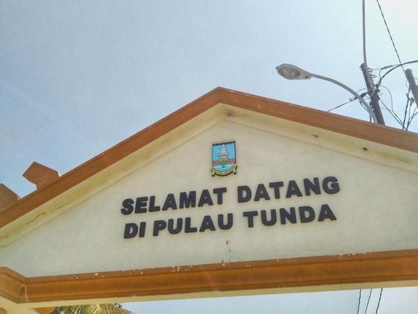 Gardu Selamat Datang di Pulau Tunda
