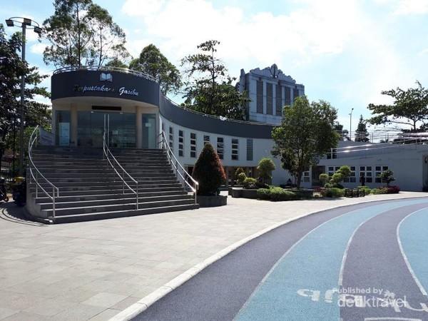 Perpustakaan Gasibu yang terletak tepat disebelah trek lari di Lapangan Gasibu