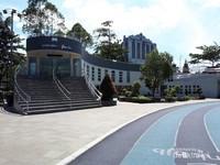 Perpustakaan ini berada tepat disamping trek lari di Lapangan Gasibu