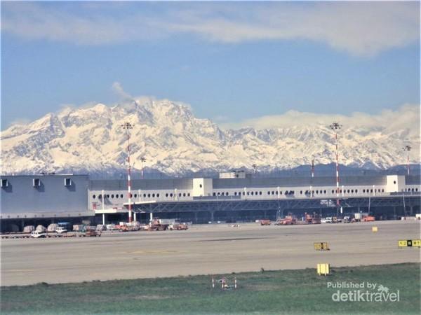 Baru tiba di Milan, sudah disambut pegunungan salju cantik ini