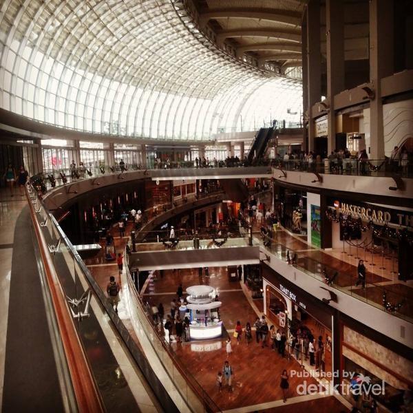 Penampakan mallnya tak jauh beda dengan di Jakarta