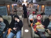 Suasana di dalam gerbong KA Argo Parahyangan kelas Priority, mewah dan nyaman