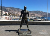 Patung CR7 yang menjadi salah satu daya tarik kota Funchal