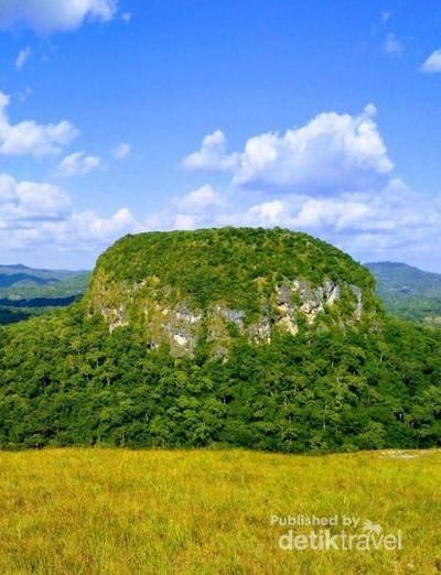 Bukit Fatukopa yang Mistis & Legenda Kapal Nabi Nuh
