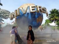 Pemandangan lainnya yang dapat dilihat dari Kereta Gantung salah satunya adalah Universal Studio Singapore yang mana  dibuka pada bulan Januari 2010, merupakan wahana bermain Universal Studio yang pertama kali dibuka di wilayah Asia. Universal Studio Singapore yang berada di Pulau Sentosa, Singapura.