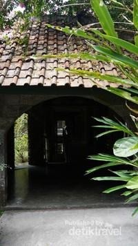 Pintu atau lorong terakhir sebelum keluar area koleksi