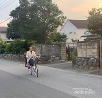 Menikmati sore hari sembari bersepeda menyisir kota