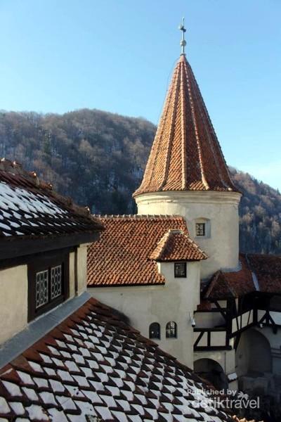 Bertamu ke Kastil Drakula di Rumania