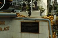 Patung Daendels yang mencetuskan pembangunan Jalan Raya Pos dan Wiranatakusumah II sang pendiri Kota Bandung